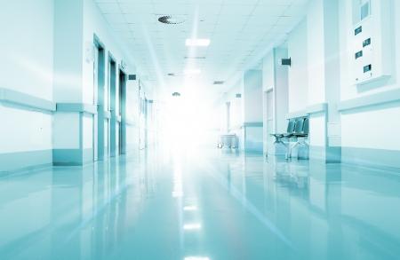 corridoi: Raggi di luce nel corridoio dell'ospedale Archivio Fotografico