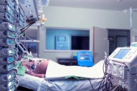 醫院病人病床,ICU夜班 版權商用圖片