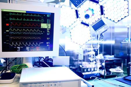 在手術室心電監護儀 版權商用圖片 - 25663649