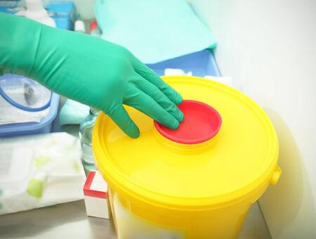 容器在醫院的危險廢物 版權商用圖片