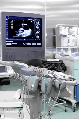 迴聲(超聲波)機械與心臟的形象 版權商用圖片 - 32597852