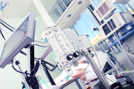 équipement: Matériel médical au premier plan du patient Banque d'images