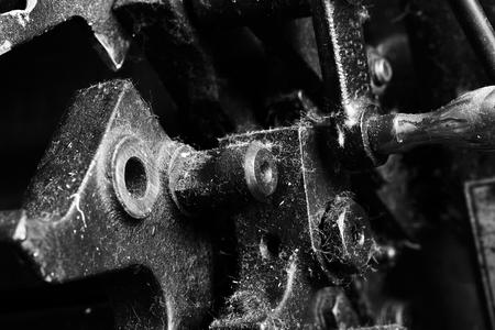 dientes sucios: Parte del mecanismo obsoleto en monocromo