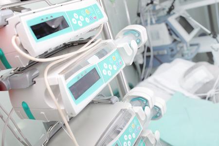 equipos medicos: Equipo m�dico en la sala de la UCI Foto de archivo