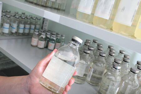 veneno frasco: Botellas de almacenamiento de la medicina en el hospital