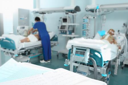medico y paciente: Hospital con pacientes y personal médico Foto de archivo