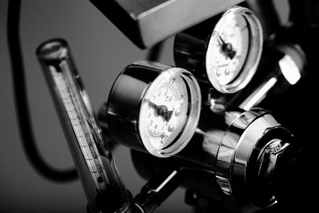 oil tool: Pressure gauge in the heavy industry