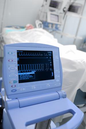 signos vitales: El monitoreo de los signos vitales del paciente en la UCI