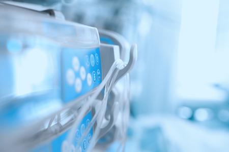병원의 중환자 병동에서 의료 기기 스톡 콘텐츠 - 43660971