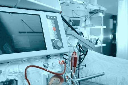 在醫院的病房裡先進的醫療設備