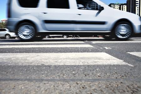 paso de cebra: Crosswalk en una ciudad