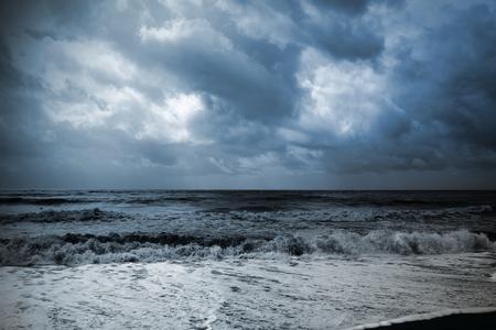 一場風暴即將到來期間海景