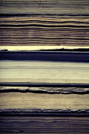 libros antiguos: libros antiguos de la biblioteca, fuente de conocimiento antiguo.