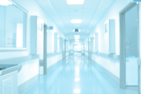 laboratorio clinico: pasillo del hospital de largo, fondo fuera de foco.