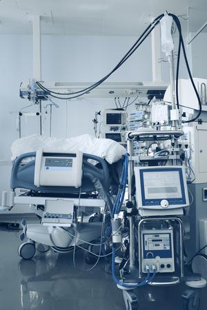 intensive care unit: Complex technical equipment in the intensive care unit.