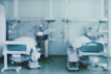 Dos camas en la unidad de cuidados intensivos, velaron el fondo.