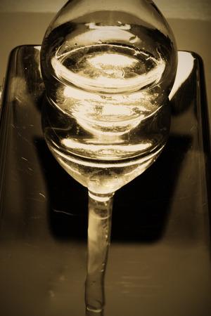 elixir: Reflexión abstracta de la poción de la cristalería conmagic. Foto de archivo