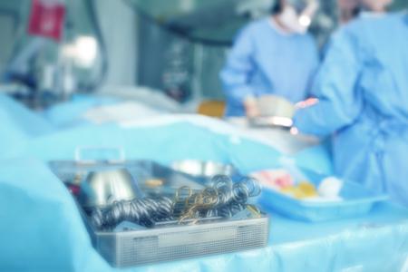 手術室、やり場のない背景。