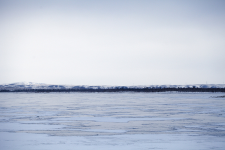 Shore of the winter lake before sunset 版權商用圖片