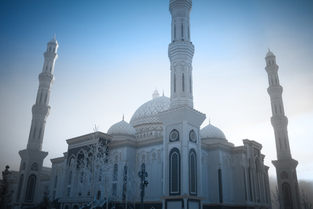 Stately mosque on the winter sky background. 版權商用圖片