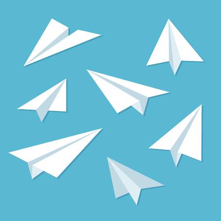 mosca caricatura: Los aviones de papel conjunto de iconos de estilo plano simple. Vectores