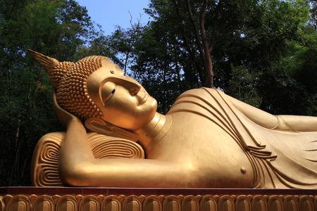 žák: Socha Buddhy. spící bronzová socha Buddha, obraz