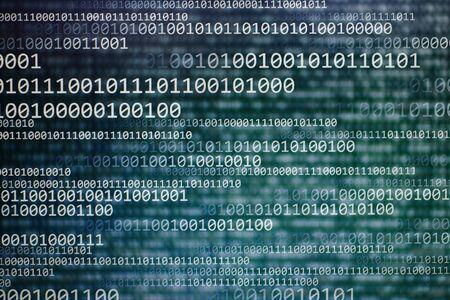 trasferimento dati estremamente veloce, grandi dimensioni delle informazioni trasmesse nella rete internet. codici che si muovono orizzontalmente sull'immagine. potere dei media e della conoscenza.