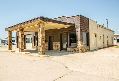 abandoned gas station: Vacant service station and automobile repair shop on Route 66 Editorial