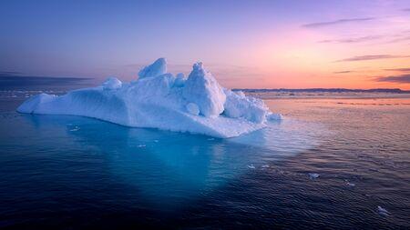 Les glaciers du Groenland Ilulissat à l'océan