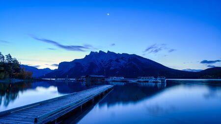 Lake Minnewanka Banff, Alberta Kanada travel destination