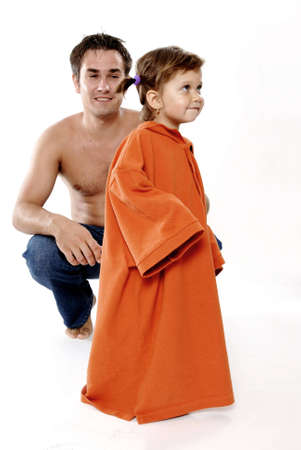 estola: Foto de familia feliz - hija del padre rob� camiseta  Foto de archivo