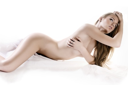 mujer sexi desnuda: Chica sexy desnuda acostada en la foto de estudio. Foto de archivo