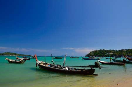 pristine coral reef: Barche da pesca in spiaggia Archivio Fotografico