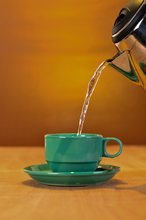freshening: Pouring hot water