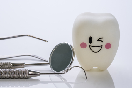 Close up.Dental tools and smile teeth model on white background. 版權商用圖片