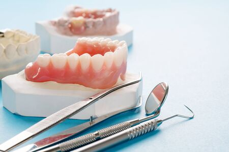Close up , Complete denture or full denture on blue background. 版權商用圖片