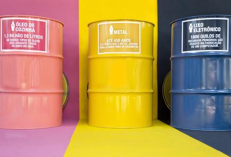 environmental education: latones de color para la recogida selectiva de basura - educaci�n ambiental