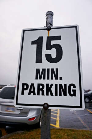 minute: 15 Minute Parking sign