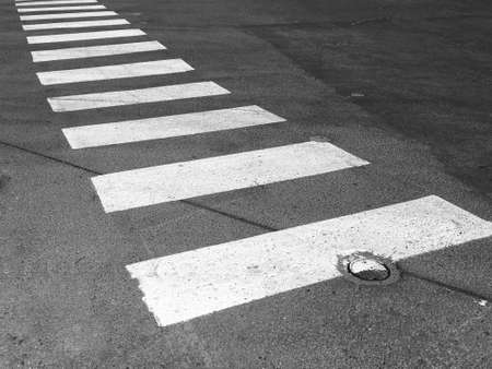 senda peatonal: crosswalk in residential area, black and white tone