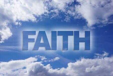 fe de la palabra en el cielo azul Foto de archivo