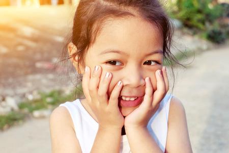 bebes niñas: Retrato de una chica dulce preescolar