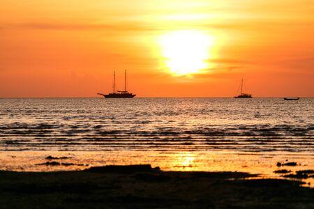 fishingboats: Sunsets at Na kluea bech Pattaya city and siluate boat