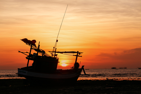 orenge: Sunsets at Na kluea bech Pattaya city and siluate boat