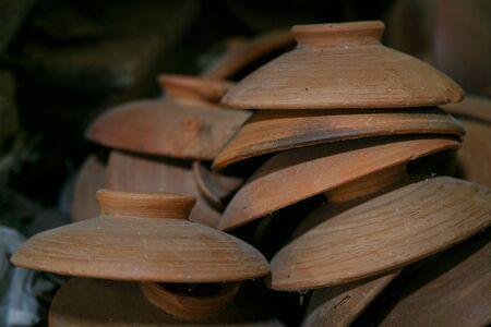 ware: Ware lid overlays on shelf