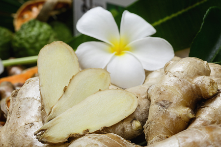 Ingredients for the spa, scrub the skin healthy. From herbs like turmeric, ginger, quince, lime, salt.