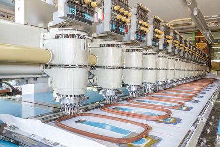 Sewing machine in Sewing Factory, Chiang Mai, Thailand. Foto de archivo