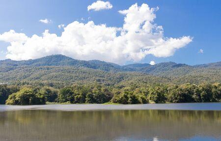 bourn: Beautiful lake and mountain at Chiangmai University thailand.
