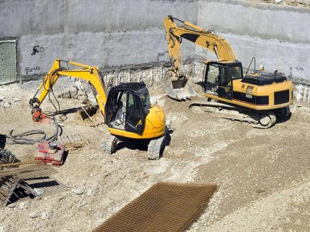 maquinaria pesada: Maquinaria pesada en obras de construcci�n  Foto de archivo