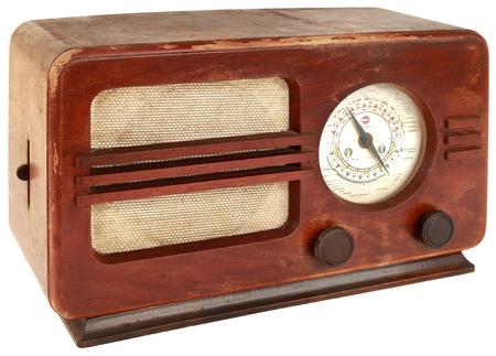 クリッピング パスを持つ分離の古い木製ラジオ装置 写真素材