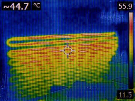 壁ラジエーターヒーター熱検査の下で